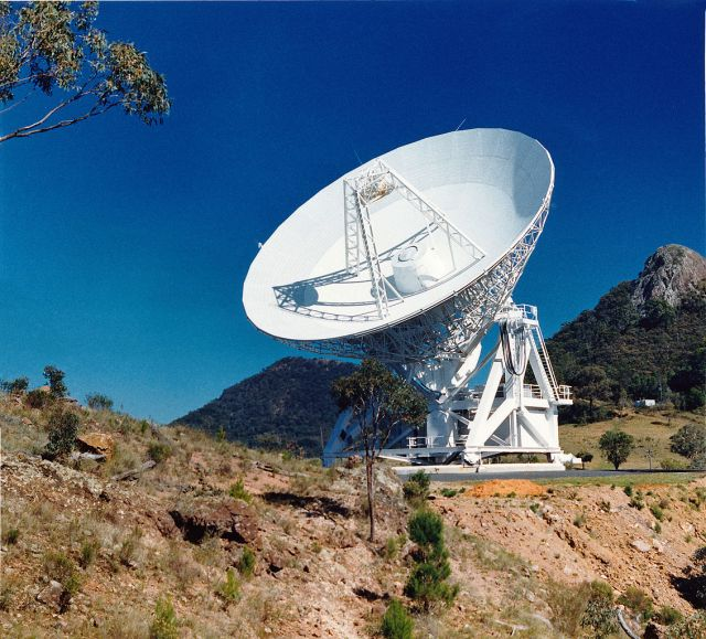 1132px-CSIRO_ScienceImage_11145_The_22m_Mopra_radio_telescope